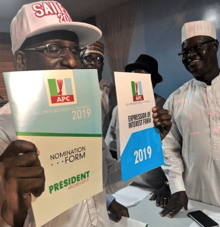 Photos: Group of Nigerians dole out N45m to purchase APC presidential nomination form for President Buhari