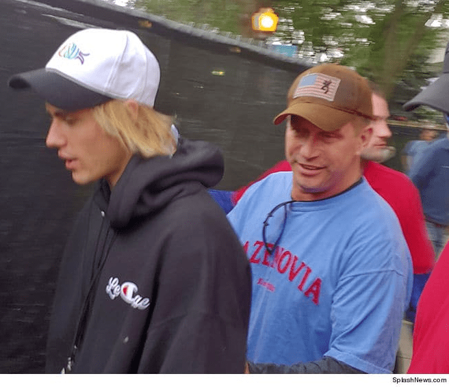 Justin Bieber enjoys some guy time with his future father-in-law (photos)