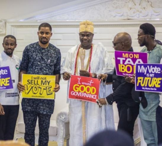 Osun 2019:?Charly Boy, Deji Adeyanju visit?Ooni of Ife (Photos)