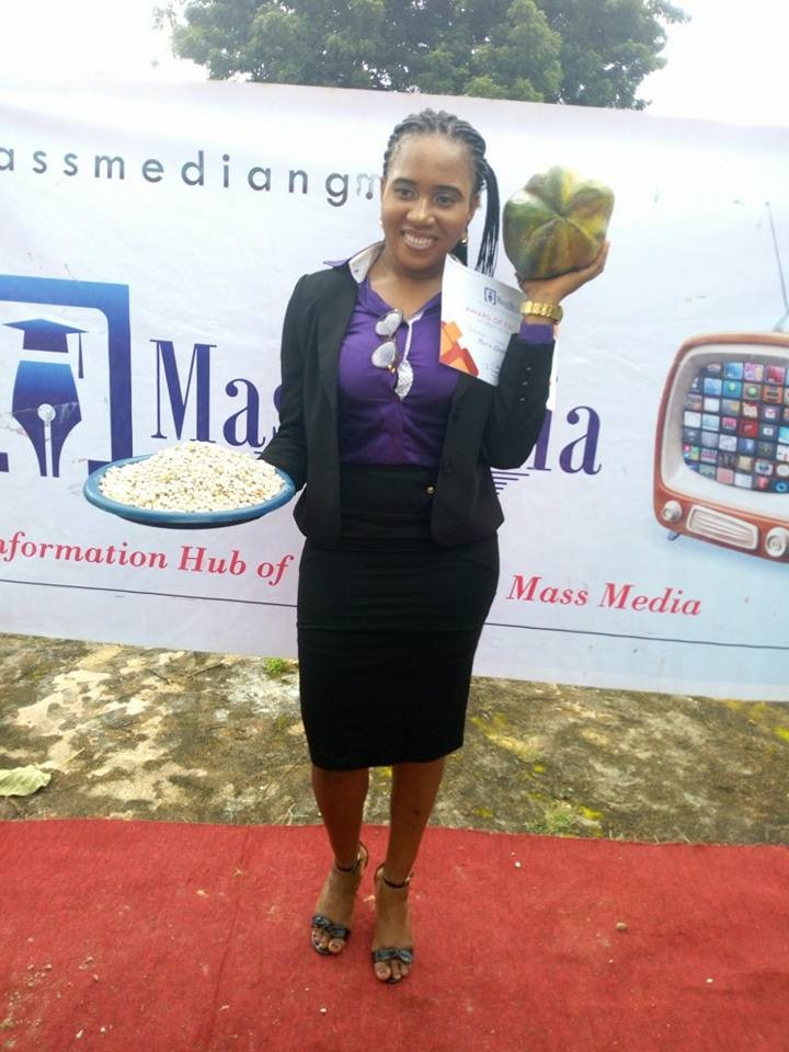 Best creative advertising student from Chukwuemeka Odumegwu University gets Yam, Paw Paw and 18 cups of beans as Prize (Photos)