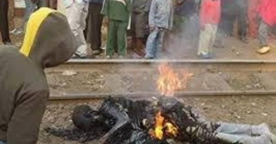 Graphic: Suspected kidnapper burnt to death in Cross Rivers state