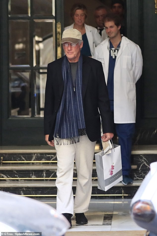 Veteran actor Richard Gere and his pregnant wife Alejandra Silva step out in Madrid?(Photos)