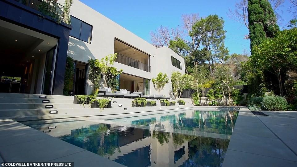 Kylie Jenner & her boo Travis Scott buy $13.45M lavish Beverly Hills mansion (photos)