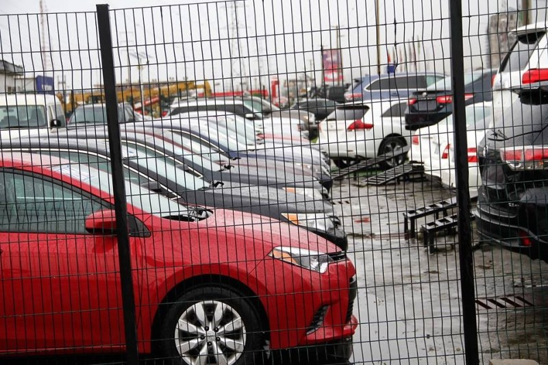 Photos: EFCC raids automobile company they claim is owned by suspected Yahoo boys, seize 29 Cars