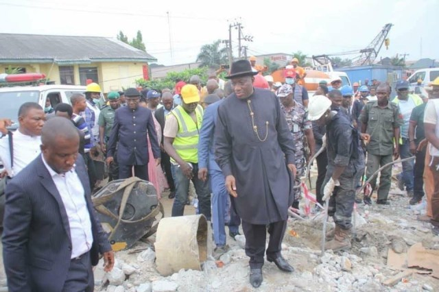 Photos: Goodluck Jonathan and his wife Patience, visit site of 7-storey building that collapsed in Rivers