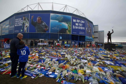 Search for Emiliano Sala and pilot of missing plane reopens after fans and footballers raise ?277,000