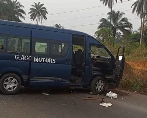 Photo: Gunmen attack 14-seater commercial bus in Rivers State, kill driver, 2 passengers, kidnap others