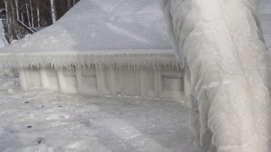 Heavy storm leaves a family home on Lake Ontario totally encased in ice (Photos)