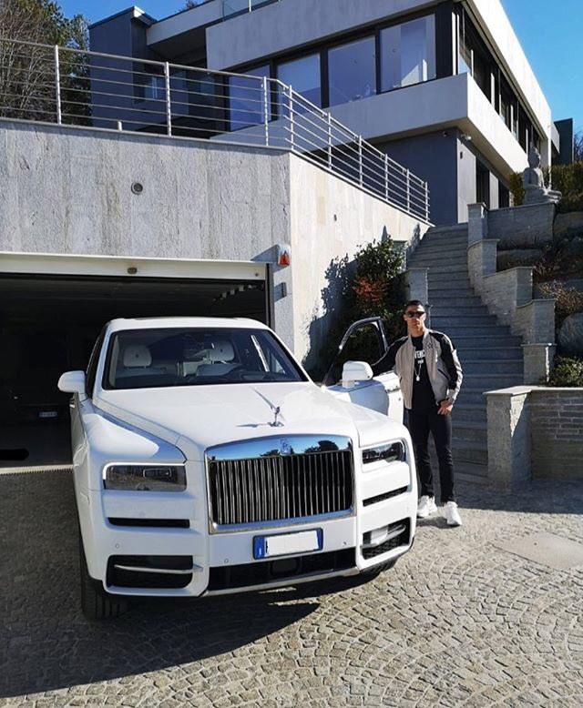 Cristiano Ronaldo shows off his new Rolls Royce Cullinan (Photo)