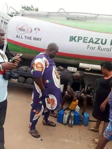 [Photos]Abia state residents file out to collect Kerosine from governorship candidate