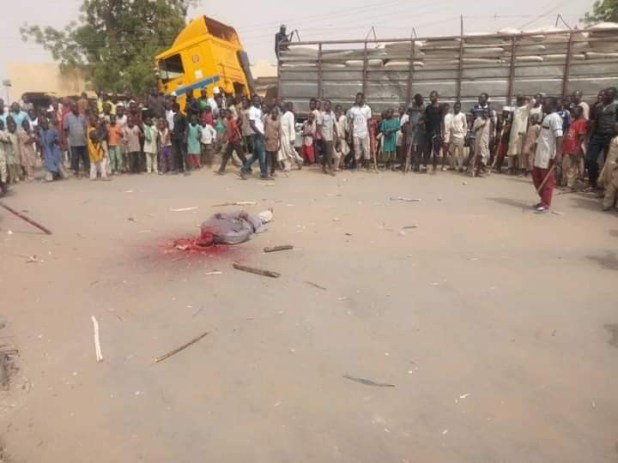 Graphic: Angry mob execute suspected bandit in Zamfara