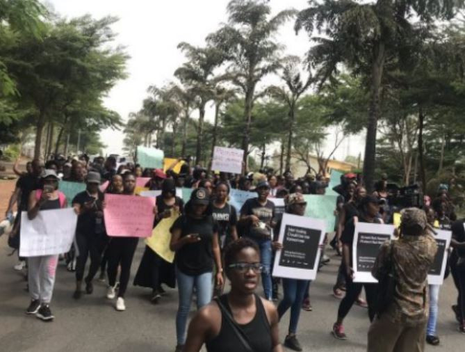 Photos:?Protesters storm Police command in Abuja over ?rape of sex workers?