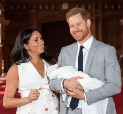 English comedian apologises for joking about Royal baby using monkey picture