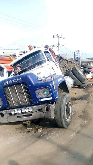Photos: 40 feet container crushes two vehicles loading passengers in Ihiala