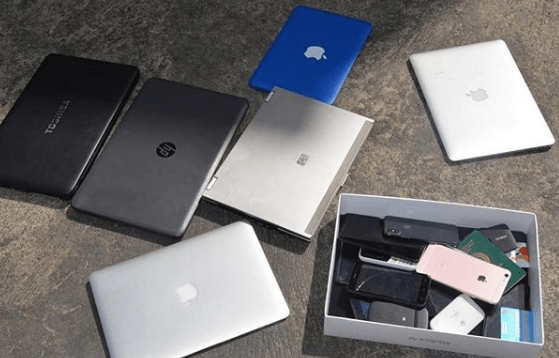 Again EFCC arrests 10 suspected internet fraudsters in Abuja (photos)