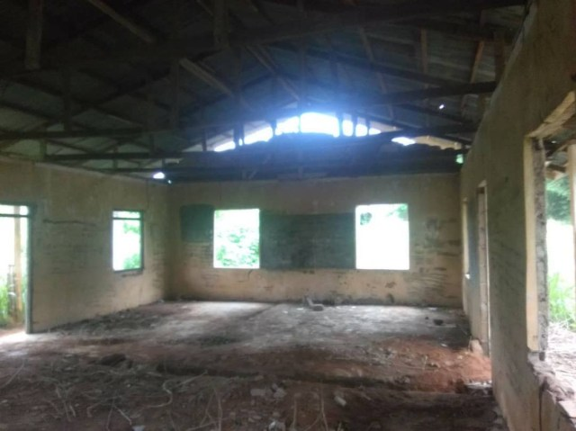 Concerned Nigerian draws attention to the pathetic state of a community secondary school in Imo state (photos)