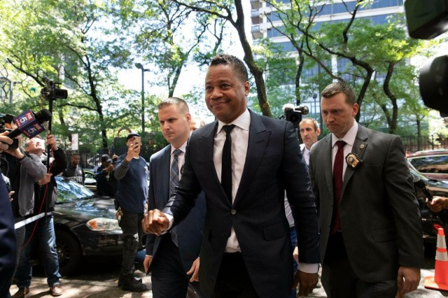 Update: Cuba Gooding Jr. ?surrenders to NYPD on groping allegation, charged with