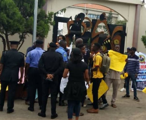 Protesting youths in Ondo State shut down governor Akeredolu