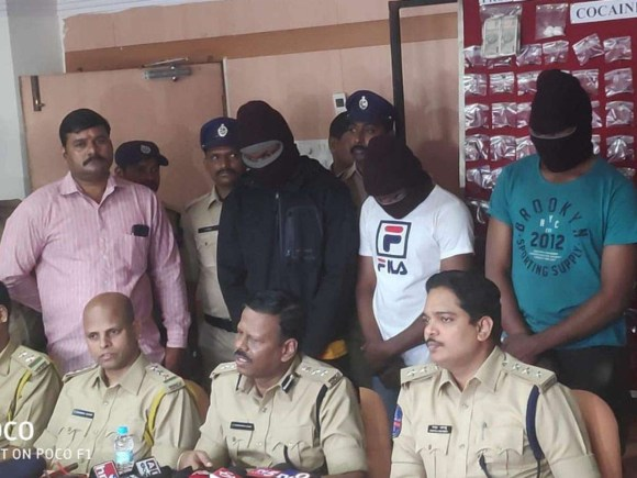 Photo: Two Nigerian drug peddlers arrested in India, 254 grams of cocaine seized from their possession