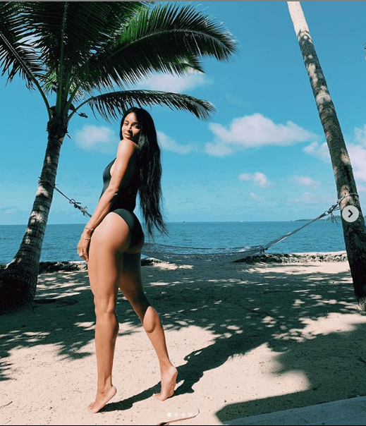 Ciara flaunts her banging body in sexy black swimsuit (Photos)