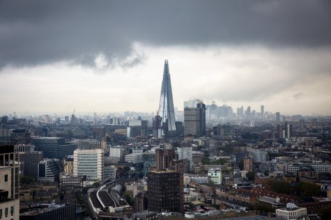 Man filmed scaling the outside of The Shard in London (video)