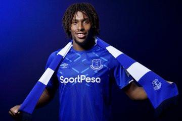 Alex Iwobi unveiled as an Everton player (photos)