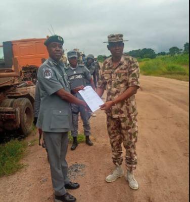 Photos:?Nigerian Army intercept ?strange? military equipment in Adamawa State