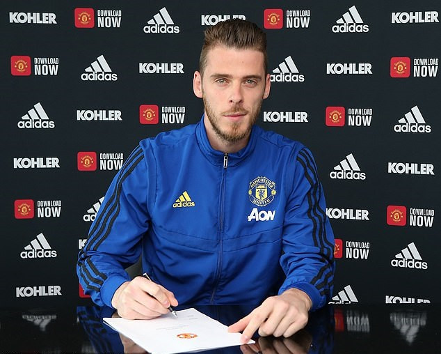 David de Gea finally signs new long-term contract at Manchester United until 2023 for £375,000 a week (Photos)