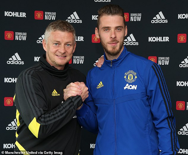 David de Gea finally signs new long-term contract at Manchester United until 2023 for ?375,000 a week (Photos)