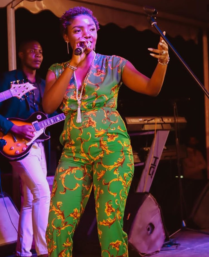 Simi seen performing with a visible bump