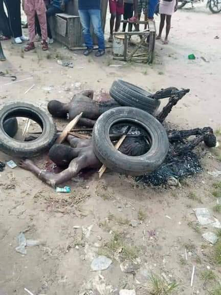 Mob sets two suspected phone thieves ablaze in Warri, Delta (graphic photos)