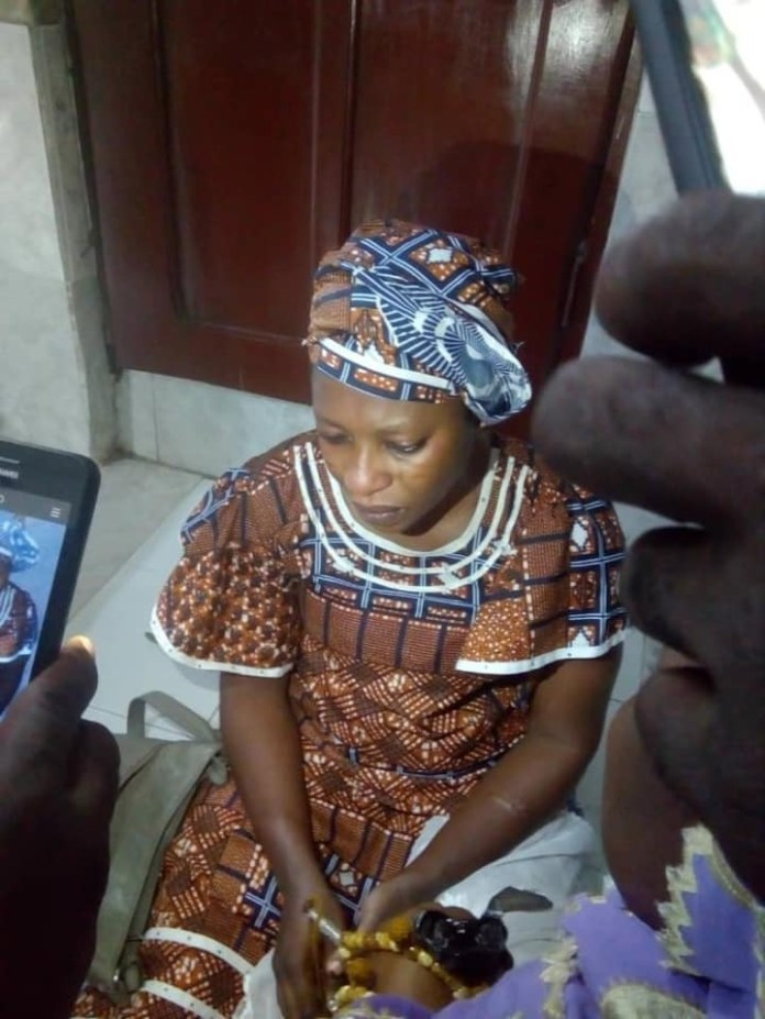 Lady nabbed after allegedly stealing a 4-month-old child from a mosque in Mushin