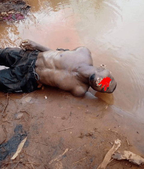 Corpse of man whose hands were tied behind his back found floating on Anambra River (graphic photo)