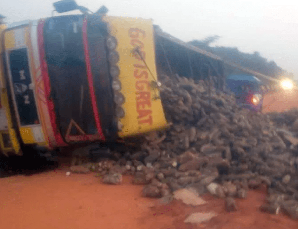 Truck crushes four people to death along Lagos-Ibadan expressway