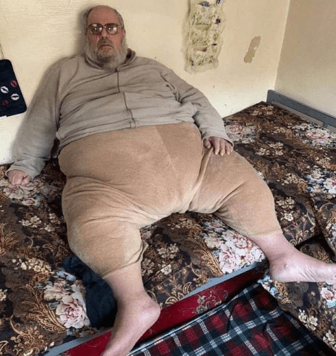 """Obese ISIS """"mufti"""" is arrested in Iraq and is so heavy he had to be loaded onto the back of a truck"""