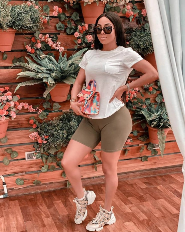Toke Makinwa flashes her camel toe in new photos; her followers react