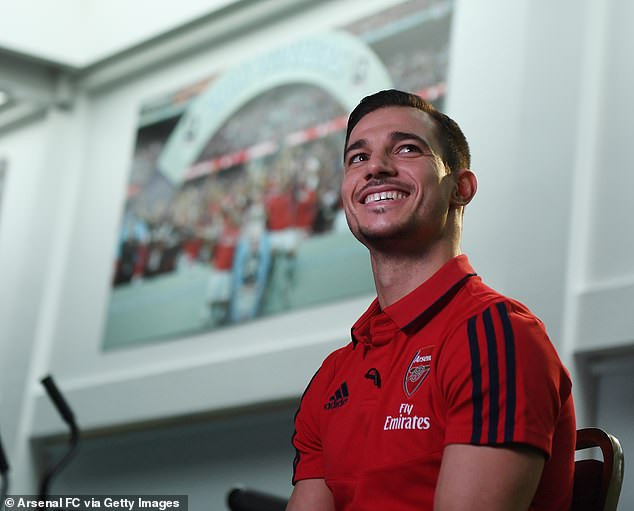 Arsenal complete loan signing of Cedric Soares from Southampton (Photos)