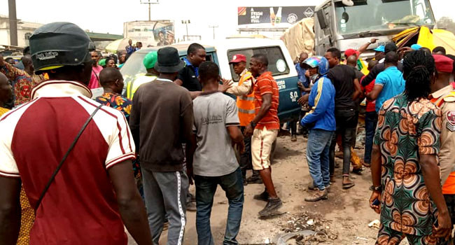 Mob sets truck ablaze after causing accident which killed 7 in Ogun (photos)