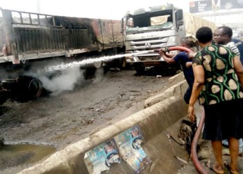 Mob sets truck ablaze after causing accident which killed 7 in Ogun (images)