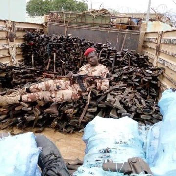 Nigerian soldiers spotted hailing soldiers from Chad as their President lead them to war against Boko Haram, see stash of arms recovered (videos/photos)