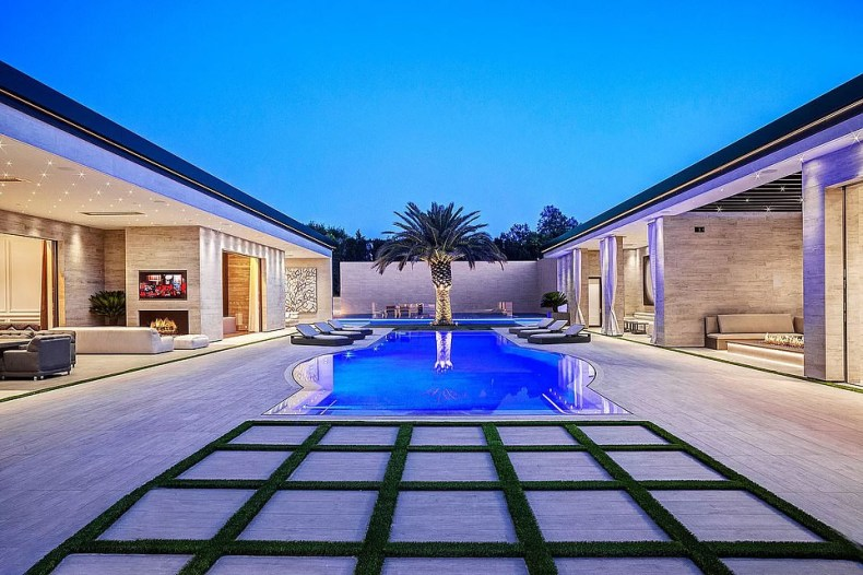 Inside the sprawling mansion 22-year-old billionaire, Kylie Jenner just bought for $36 million (Photos)