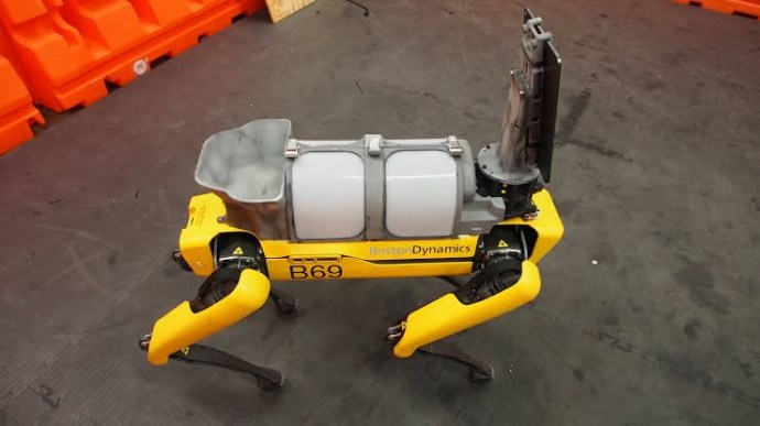 5eb5b78eb2eb3 Covid-19: Singapore deploys robot 'dog' to encourage social distancing (photos)