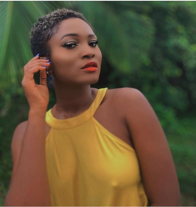 """5ebd2092e2fea """"I don't like bras"""" Eva Alordiah says as she shares braless photo with her nipples on display"""