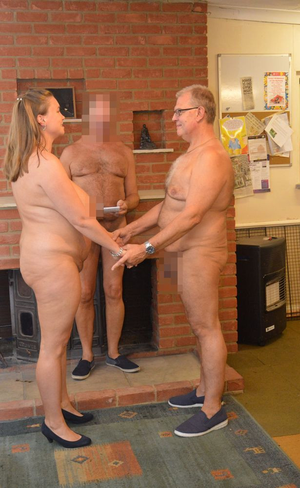 TF? Couple marry naked in front of 40 naked guests and a naked officiator (photos)