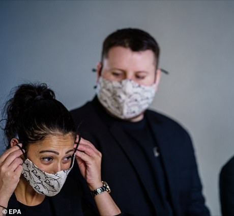 5ec2e8a3c2f45 People with lung conditions should not wear face masks if it makes it hard to breathe, experts warn