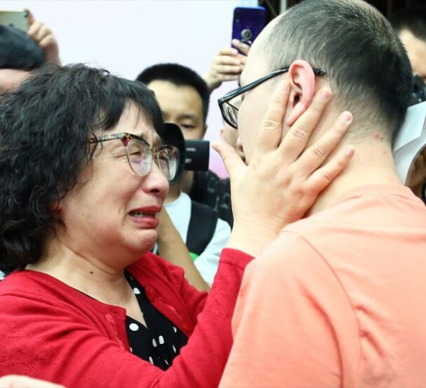 Emotional moment man who was kidnapped as a toddler reunited with his parents 32 years later after using facial recognition technology