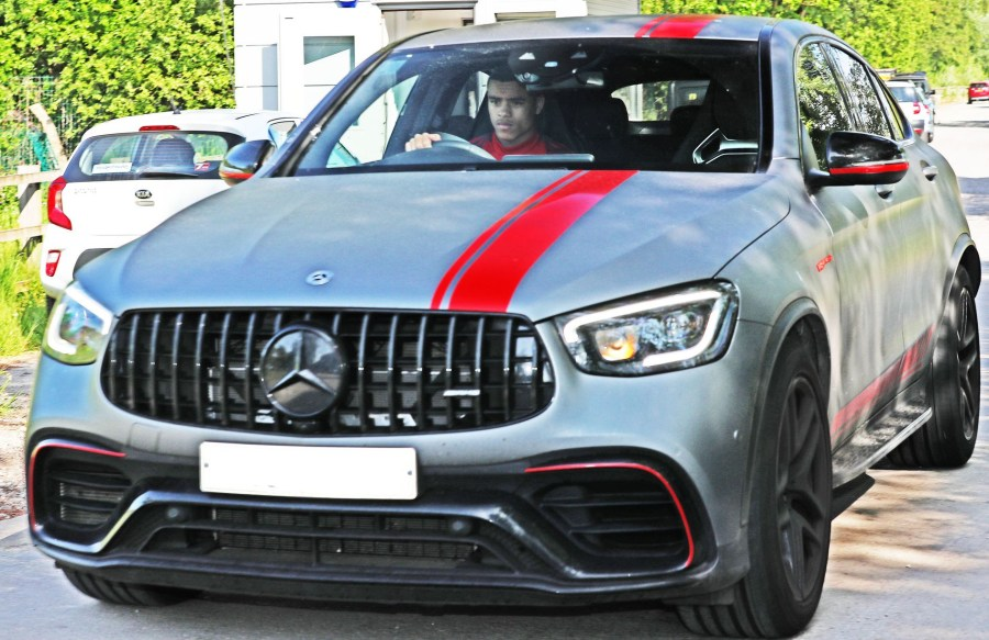 Grumpy looking Manchester United players arrive at Carrington for first day of training ahead of season restart (photos)