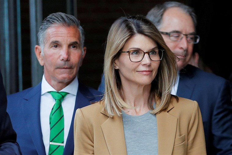 Actress Lori Loughlin and husband Mossimo Giannulli agree to plead guilty in college admissions scam
