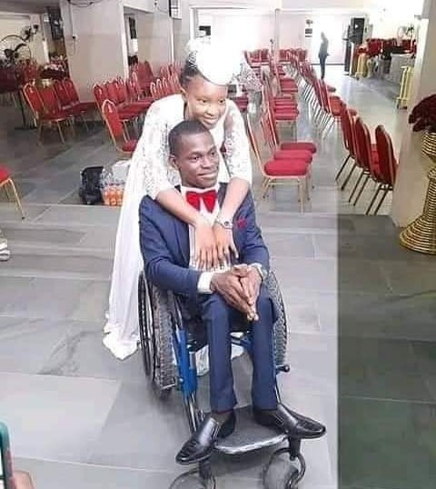 """""""True love"""" Twitter users react as woman marries a man in a wheelchair in Lagos"""