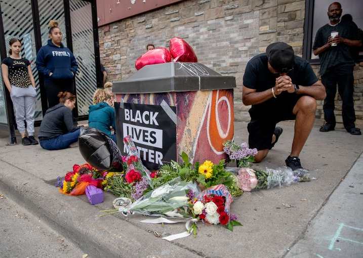 African American man killed by Minneapolis police has been identified as it